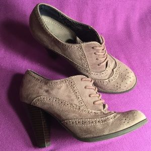 Shoes - Fioni sueded Wing tip BOHO booties Sz5.5